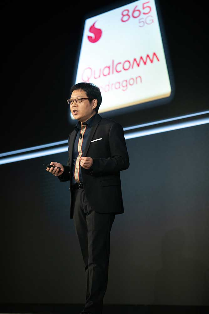 Oppo Snapdragon 865, 765G உடனான 5G ஸ்மார்ட்போன்-Alen-Wu-OPPO-Vice-President-and-President-of-Global-Sales,-delivers-a-keynote-Speech-at-the-Qualcomm-Snapdragon-Tech-Summit